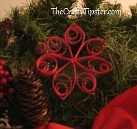 thecraftytipster quilled poinsettia flower Christmas ornament